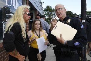 "Duane ""Dog the Bounty Hunter"" Chapman and his daughter Bonnie Chapman at a press conference in front of his Colorado store on Aug. 2, to address the theft there. (Photo: Andy Cross/MediaNews Group/The Denver Post via Getty Images)"