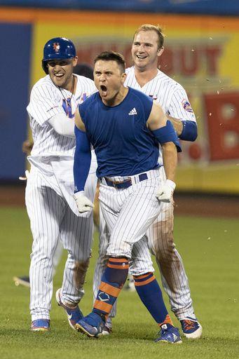 Davis, Mets helped by Indians' mental lapse, win 4-3 in 10