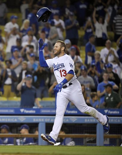 Muncy's homer in 10th lifts Dodgers over Blue Jays 2-1